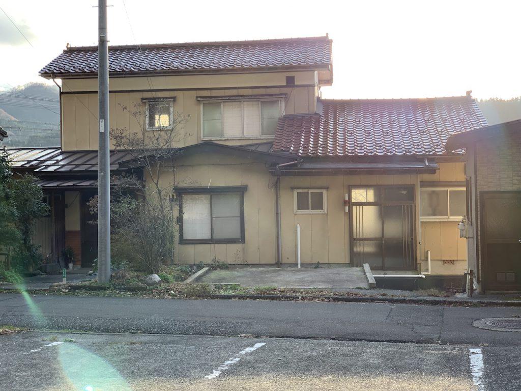 新潟県糸魚川市の物件です。民泊運営代行サービスのMinpakでは空き家や別荘などの民泊代行サービスを提供しています。